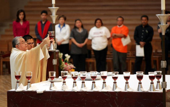 Religious Mass「Cesar Chavez Honored At Mass In Los Angeles」:写真・画像(10)[壁紙.com]