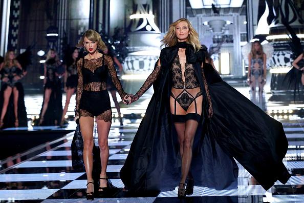 カーリー・クロス「2014 Victoria's Secret Runway Show  - Swarovski Crystal Looks」:写真・画像(3)[壁紙.com]