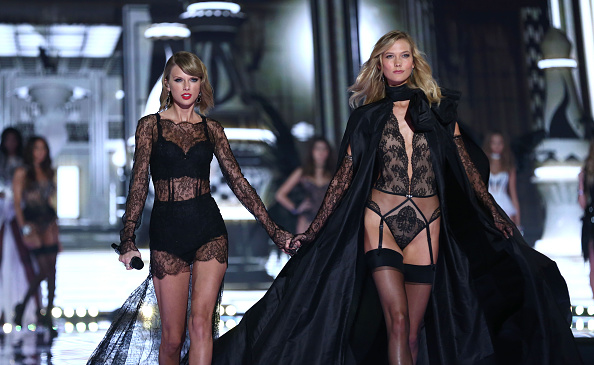 Karlie Kloss「2014 Victoria's Secret Fashion Show - Runway」:写真・画像(5)[壁紙.com]