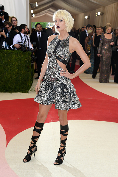 "カメラ目線「""Manus x Machina: Fashion In An Age Of Technology"" Costume Institute Gala - Arrivals」:写真・画像(16)[壁紙.com]"