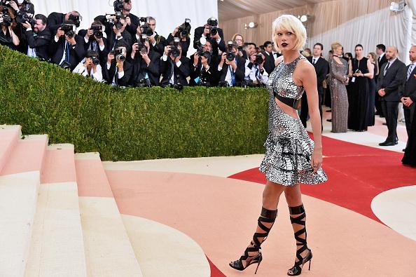 テイラー・スウィフト「'Manus x Machina: Fashion In An Age Of Technology' Costume Institute Gala」:写真・画像(11)[壁紙.com]
