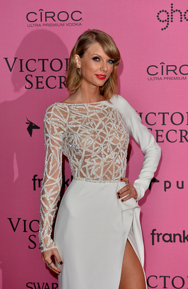 Clothing「2014 Victoria's Secret Fashion Show - Pink Carpet」:写真・画像(17)[壁紙.com]