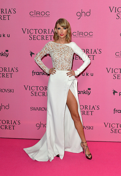 カメラ目線「2014 Victoria's Secret Fashion Show - Pink Carpet」:写真・画像(18)[壁紙.com]