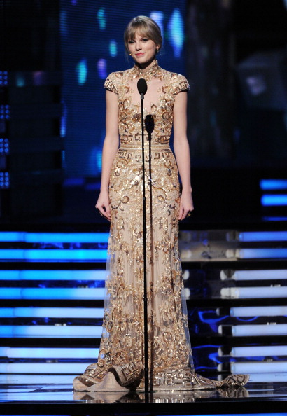 Flared Dress「The 54th Annual GRAMMY Awards - Show」:写真・画像(17)[壁紙.com]