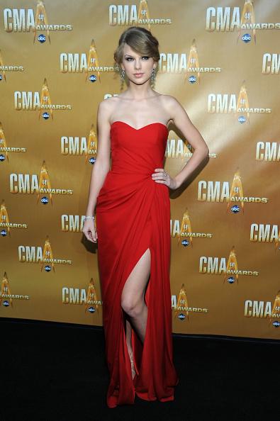 Strapless Dress「44th Annual CMA Awards - Arrivals」:写真・画像(9)[壁紙.com]