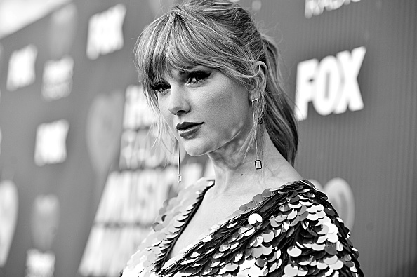 Monochrome「2019 iHeartRadio Music Awards – Alternative View」:写真・画像(16)[壁紙.com]