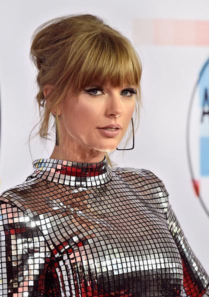 カメラ目線「2018 American Music Awards - Arrivals」:写真・画像(3)[壁紙.com]