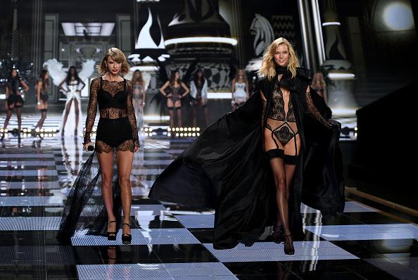 Karlie Kloss「2014 Victoria's Secret Fashion Show - Show」:写真・画像(5)[壁紙.com]