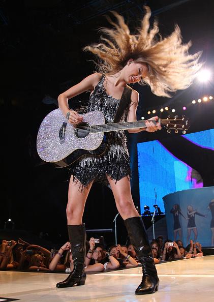 Hair Toss「Taylor Swift Fearless Tour 2009 In New York City」:写真・画像(11)[壁紙.com]