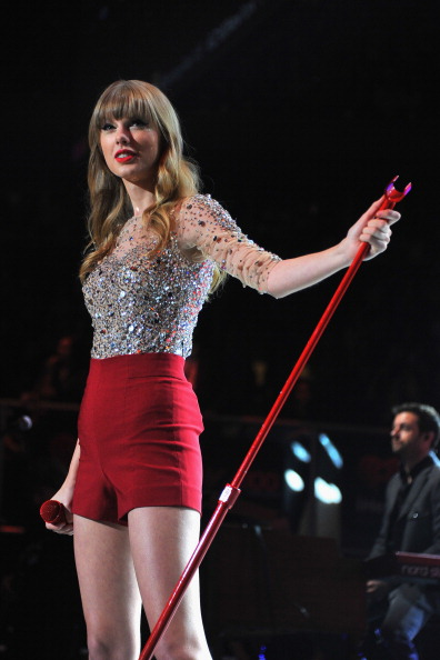 Red Shorts「Z100's Jingle Ball 2012 Presented By Aeropostale - Show」:写真・画像(19)[壁紙.com]