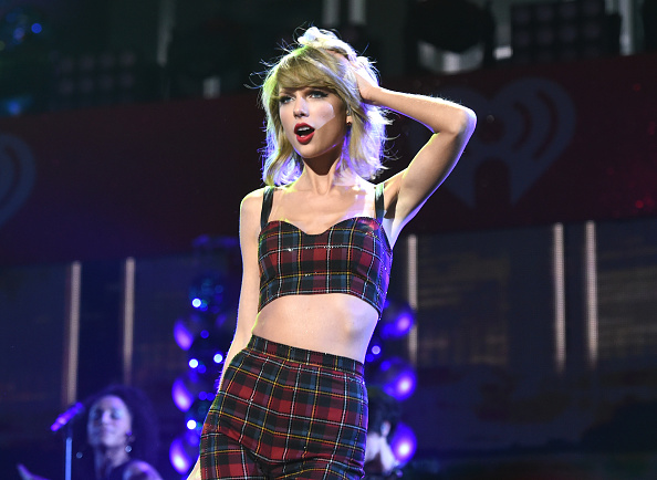 テイラー・スウィフト「Z100's Jingle Ball 2014 Presented By Goldfish Puffs - Show」:写真・画像(11)[壁紙.com]