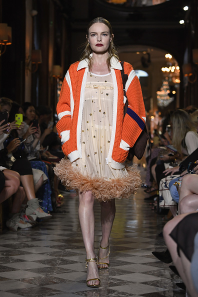 Sweater「Miu Miu 2019 Cruise Collection Show : Runway - Paris」:写真・画像(2)[壁紙.com]