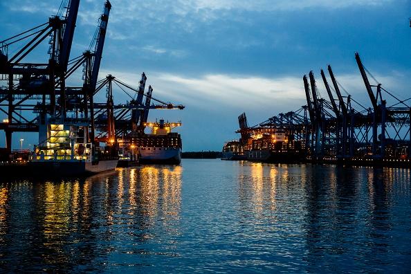 Economy「Ultra-Large Container Ship MOL Triumph Arrives At Hamburg Port」:写真・画像(12)[壁紙.com]