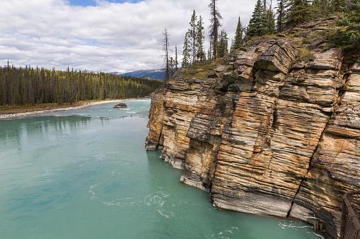 Athabasca River「Cliffs along Athabasca River, Jasper NP」:スマホ壁紙(12)