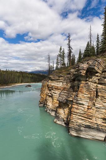 Athabasca River「Cliffs along Athabasca River, Jasper NP」:スマホ壁紙(13)