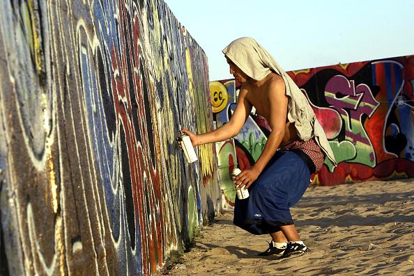 Graffiti「Gentrification Sparks Culture Clash In Venice Beach」:写真・画像(9)[壁紙.com]