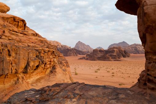 Arid Climate「Desert landscape in Wadi Rum, Jordan」:スマホ壁紙(9)