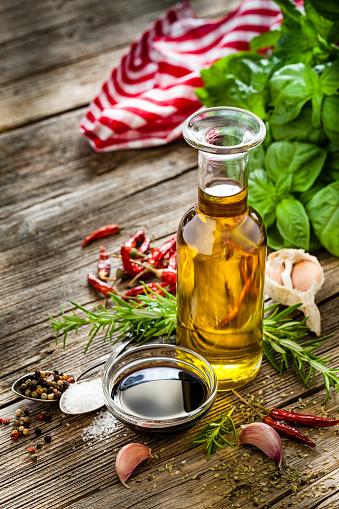 Garlic Clove「Italian ingredients: olive oil and balsamic vinegar on rustic table」:スマホ壁紙(9)