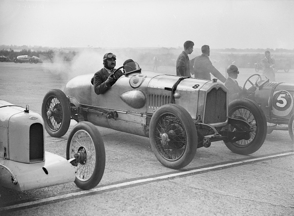 Motorsport「Riley, Buick and Bugatti on the start line at a Surbiton Motor Club race meeting, Brooklands, 1928」:写真・画像(6)[壁紙.com]