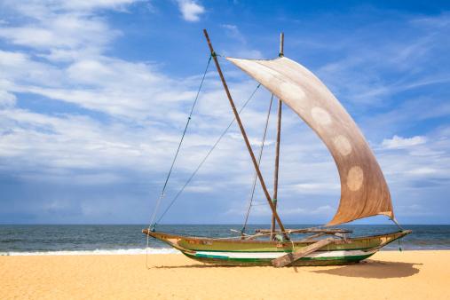 Sri Lanka「Outrigger Prahu or Proa on the Beach in Sri Lanka」:スマホ壁紙(6)