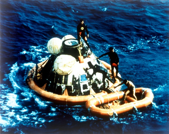 Recovery「Recovery Of Command Module Columbia In The Pacific Ocean,」:写真・画像(18)[壁紙.com]