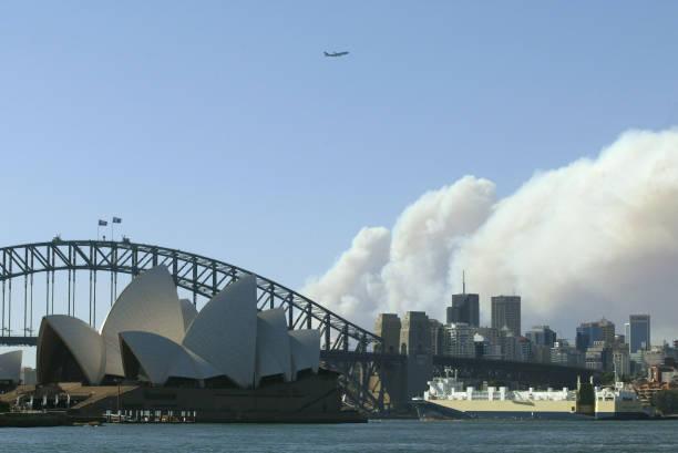 Bushfires blaze around Sydney:ニュース(壁紙.com)