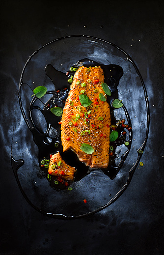 Mint Leaf - Culinary「Foodart, salmon with hot pepper, red chilli black sesame, spring onion, paprika, herbs, oil and marinade」:スマホ壁紙(13)