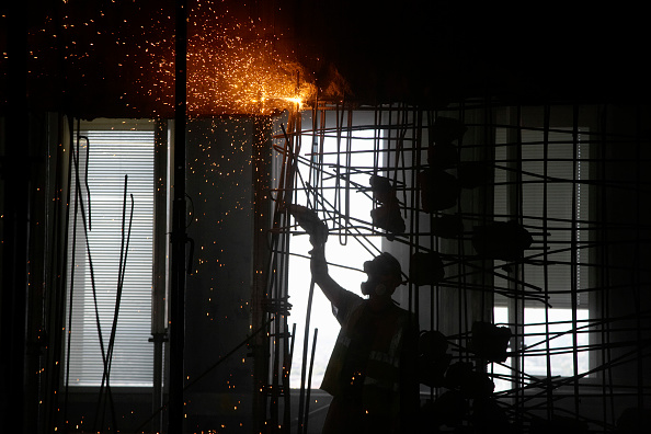 Cutting「Cutting through reinforced steel bar during demolition of former stock exchange, London, UK」:写真・画像(18)[壁紙.com]