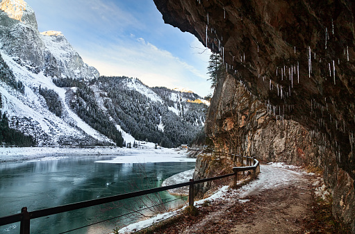 Dachstein Mountains「Lake Gosausee in winter, Salzkammergut, Austria」:スマホ壁紙(19)