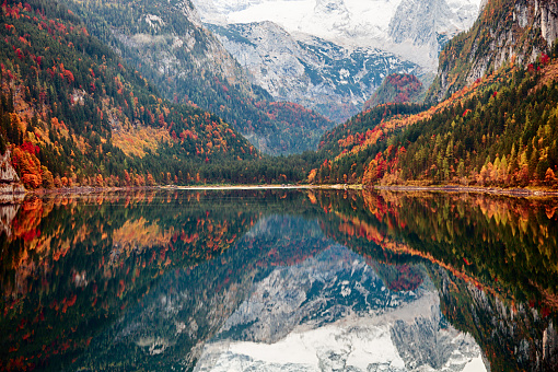 Dachstein Mountains「Lake Gosausee in autumn, Salzkammergut, Austria」:スマホ壁紙(6)