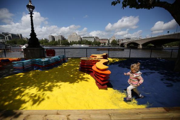 Installing「Adam Kalinowski's Rainbow Park Is Installed At The Southbank Centre」:写真・画像(19)[壁紙.com]