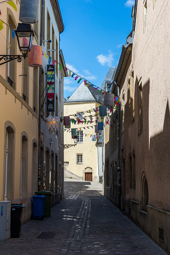 Bunting「Road amidst residential buildings in old quarter of Luxembourg, Luxembourg」:スマホ壁紙(1)