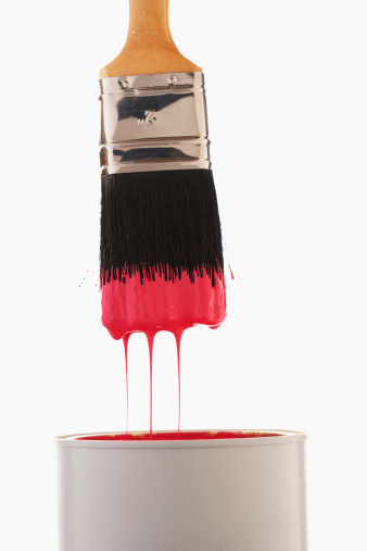 Drop「Paintbrush dripping red paint into paint can, close-up」:スマホ壁紙(8)