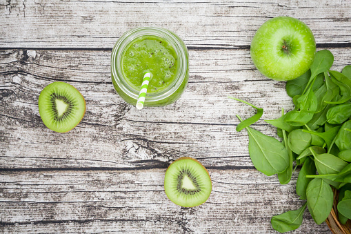 Kiwi Fruit「Glass of apple kiwi spinach smoothie and ingredients」:スマホ壁紙(6)