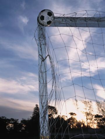 Taking a Shot - Sport「Soccer Ball in Goal」:スマホ壁紙(19)
