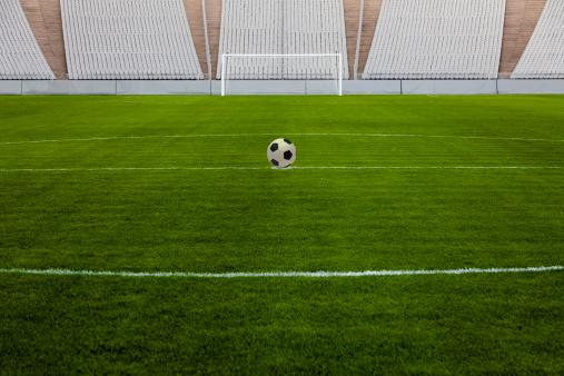 Goal Post「Soccer Ball On Center Spot」:スマホ壁紙(9)