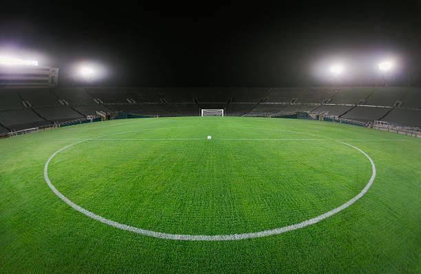 Soccer Ball in Empty Stadium:スマホ壁紙(壁紙.com)