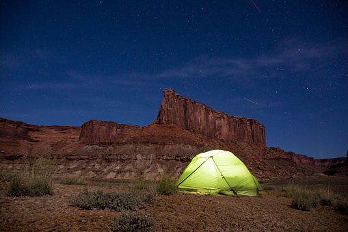 Tent「Camping in Canyonlands National Park」:スマホ壁紙(15)