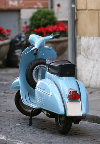 Motorcycle「Blue Italian vintage scooter in Rome, Italy」:スマホ壁紙(4)