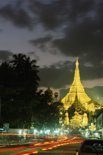 Boulevard「Myanmar, Rangoon, Shwedagon Pagoda and traffic, night (blurred motion)」:スマホ壁紙(8)