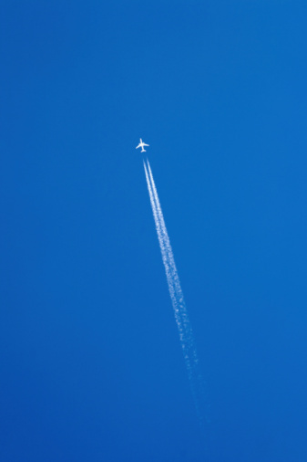 Airplane「Aeroplane leaving vapour trail in clear blue sky, low angle view」:スマホ壁紙(14)