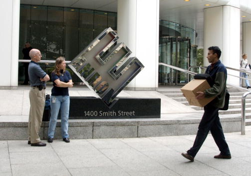 Corporate Business「Enron Files for Chapter 11, Lays Off Employees」:写真・画像(5)[壁紙.com]