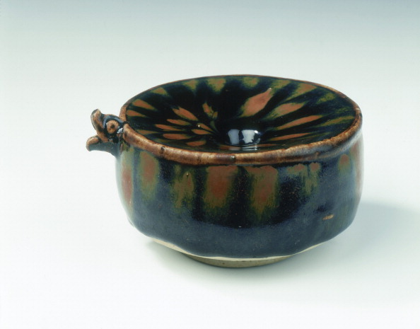 Chrysanthemum「Drum-shaped waterwell and dropper, Southern Song-early Yuan dynasty, China, 13th century.」:写真・画像(7)[壁紙.com]