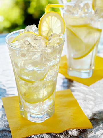 Lemon Soda「Lemonade on an Outdoor Patio」:スマホ壁紙(19)