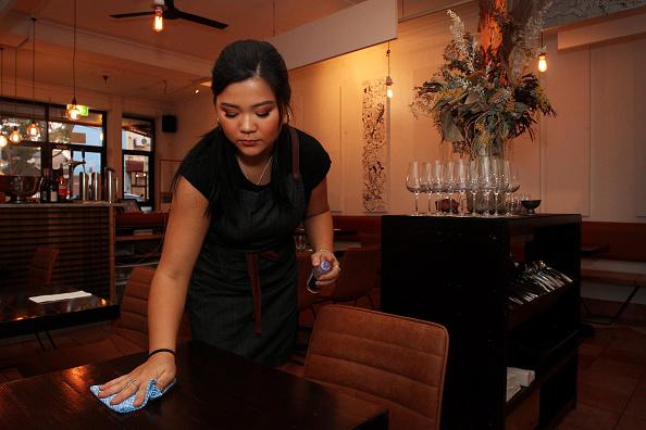 Table「Diners Return To Sydney Restaurants As Coronavirus Restrictions Ease Across Australia」:写真・画像(14)[壁紙.com]