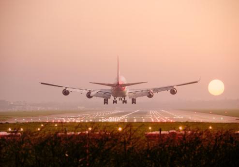 Commercial Airplane「Boeing 747 Landing into sunset」:スマホ壁紙(19)