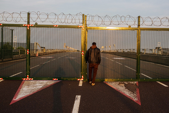 Calais「Calais Migrants Attempt To Find A Way To Reach The UK」:写真・画像(16)[壁紙.com]