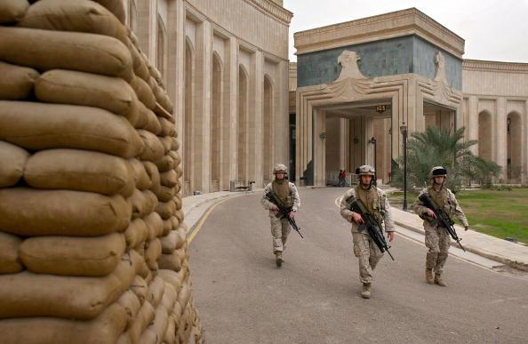 Baghdad「Marines Secure U.S. Embassy In Baghdad」:写真・画像(1)[壁紙.com]