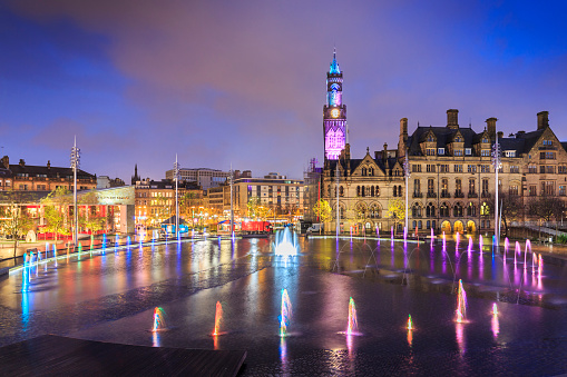 19th Century「Bradford Town Hall and Centenary Square at night」:スマホ壁紙(3)