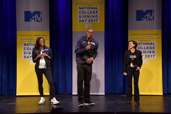 エメカ オカフォー「MTV's 2017 College Signing Day With Michelle Obama - Inside」:写真・画像(0)[壁紙.com]